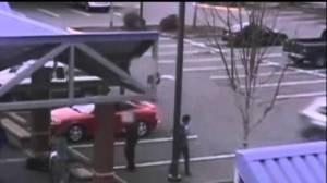 """Usa: prova a """"surfare"""" la macchina, finisce in tragedia. Ecco il VIDEO di quei drammatici momenti"""