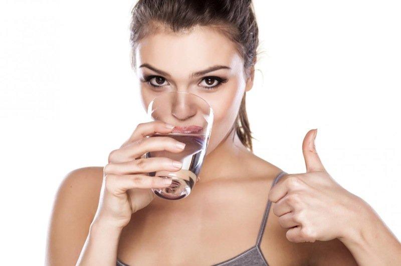 bere molta acqua può aiutare a perdere peso