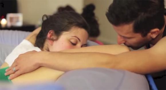 Il video del parto naturale che ha commosso tutti