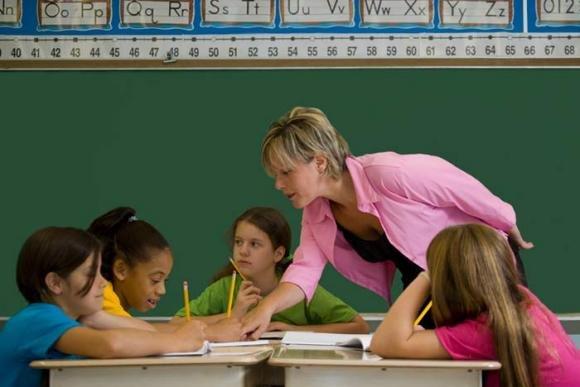 Scuola: insegnante o educatore? Ai genitori la scelta