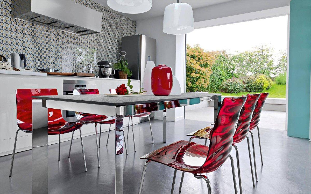 Sedie ergonomiche comode e accattivanti per la cucina
