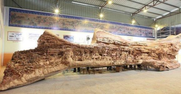 Ecco un semplice tronco d'albero trasformato in un'opera d'arte