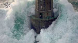 Bretagna: ecco alcuni fari in mezzo al mare davvero spaventosi