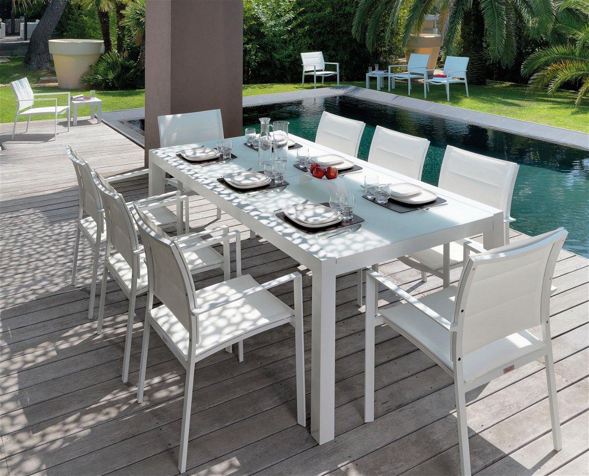 Tavoli outdoor, tanti stili e materiali per un ambiente ...