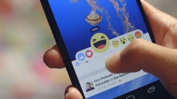 Novità Facebook: photo editing, pulsante Reactions e interazioni tv