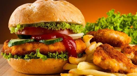 Ecco perchè il cibo spazzatura crea dipendenza