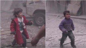 """Siria, bomba in una scuola. I bambini urlano """"mamma"""""""