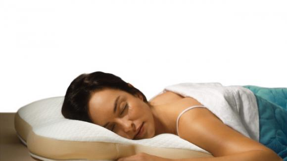 Cuscino Per Chi Dorme Di Lato.Dormire A Pancia In Giu Gli Esperti Lo Sconsigliano Ecco Perche