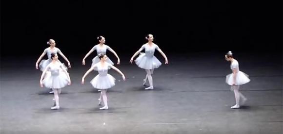 Ecco un balletto di danza classica che ti farà sorridere. Geniale!