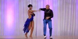Due ballerini salgono sul palco e si esibiscono. Quello che fanno è incredibile!