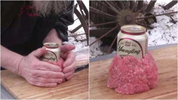 Arrotola la carne intorno ad una lattina. Il risultato è davvero incredibile!