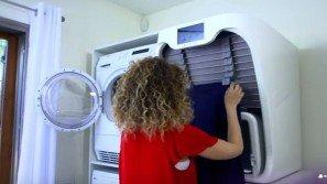 Ecco la macchina che asciuga, piega e stira il bucato in solo un minuto. Geniale!