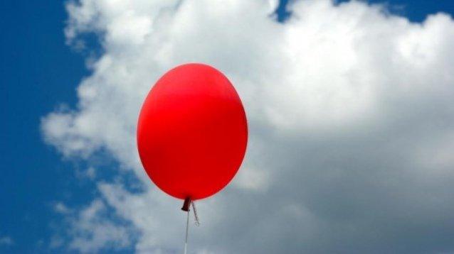 Compleanno Mamma Morta.Trova Il Messaggio Del Figlio Alla Mamma Morta In Un Palloncino La