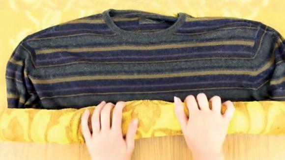 Ecco come allargare un maglione che viene stretto. Una tecnica geniale!