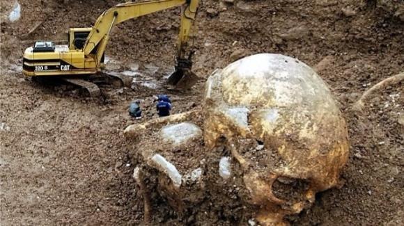 Chock ad Ostia: scoperto lo scheletro di un gigante. Ma è una bufala