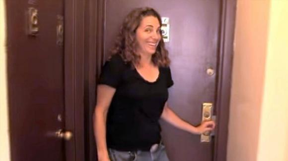 Questa donna vive in un appartamento di 9 mq a New York. Ecco com'è all'interno