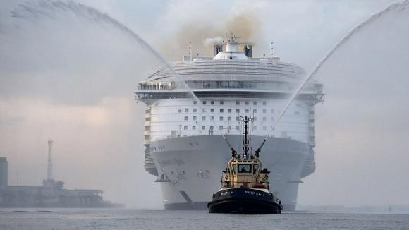 Questa nave da crociera è grande cinque volte il Titanic. Eccola all'interno