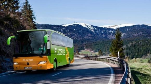 Spostarsi in pullman: la nuova frontiera dei viaggi low cost