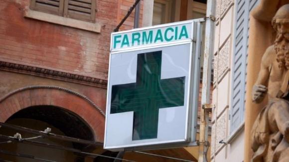 A Bologna, due farmacie nel mirino di rapinatori