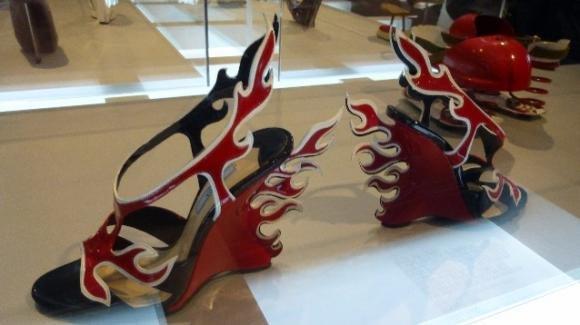 Manolo Blahnik, l'eccelso designer di scarpe in mostra a Milano