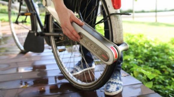 Da Singapore arriva il motore elettrico portatile per bici