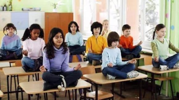Yoga a scuola: perché inserirlo nella programmazione didattica