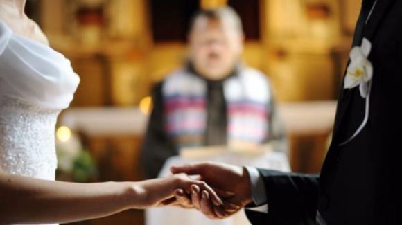 Taranto: sposa fa sesso con il prete prima del matrimonio