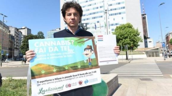 Cannabis day, Cappato semina in piazza Duca D'Aosta a Milano