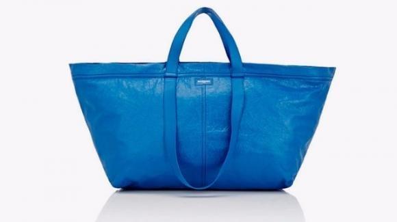 La rivisitazione di Balenciaga della borsa Ikea ad un prezzo proibitivo
