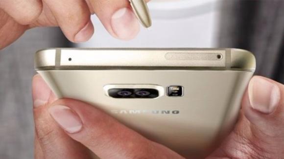 Galaxy Note 8: a Settembre, con doppia postcamera e display avvolgente