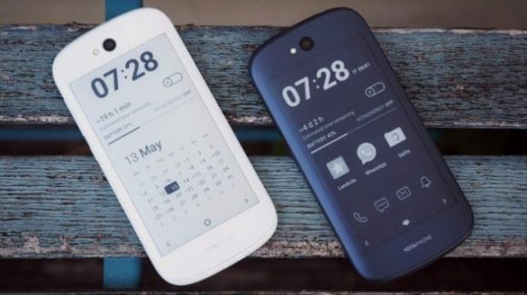 YotaPhone 3, due varianti per lo smartphone con 2 display (uno e-ink)