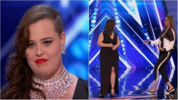La ragazza inizia a cantare ma il giudice la blocca. Poco dopo la sua esibizione fa impazzire tutti