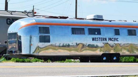 Acquista un Airstream del 1962 e lo ristruttura. I suoi interni di lusso ti conquisteranno subito!