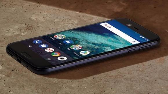 Sharp annuncia il middle level Sharp X1, con display IZCO e Android One