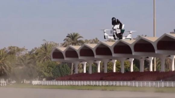 """Dubai: la polizia userà le moto volanti Scorpion 3 per fare le multe """"al volo"""""""