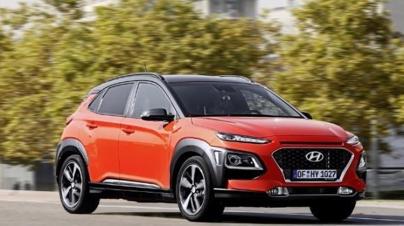 Hyundai Kona, arriva il crossover compatto in 4 allestimenti e 5 combo moto-trazionali