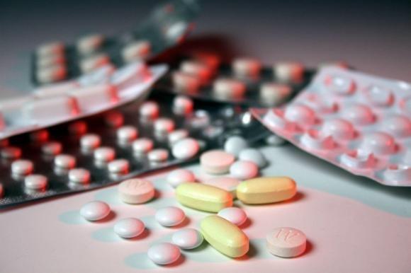 Dividere le pillole a metà è pericoloso. I medici lanciano l'allarme