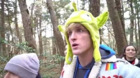 Un famoso youtuber filma un suicida: bufera nel web