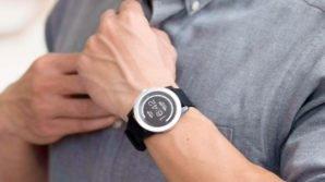 Smartwatch originali: al CES 2018 arriva il PowerWatch X, alimentato dal calore umano, e l'Omate O5LW