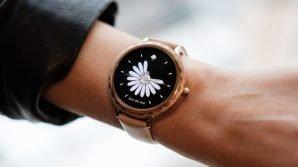 Fossil: al CES 2018 con eleganti orologi ibridi e smartwatch animati da Android Wear 2.0