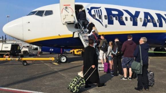 Ryanair: dal 15/01 i bagagli a mano vanno in stiva