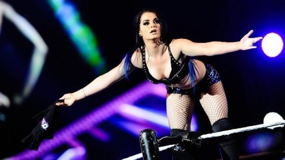 WWE, la wrestler Paige costretta al ritiro a soli 25 anni