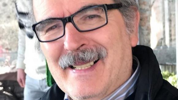 Lamberto Sposini compie 66 anni. Festeggia il compleanno con una torta da tifoso