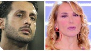 """Pomeriggio Cinque, Fabrizio Corona attacca l'inviata: """"Impara a lavorare"""". La D'Urso risponde per le rime"""