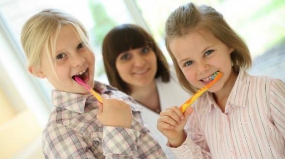 Giornata mondiale della salute orale: i bimbi con le carie vanno male a scuola