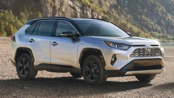 Toyota RAV4, il suv nipponico porta a New York un corpo nuovo con un'anima anche ibrida