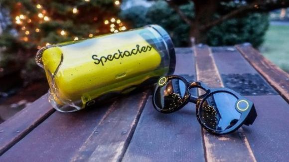 Snapchat ci riprova: arrivano i nuovi occhiali smart Spectacles 2.0, più leggeri, potenti, e impermeabili