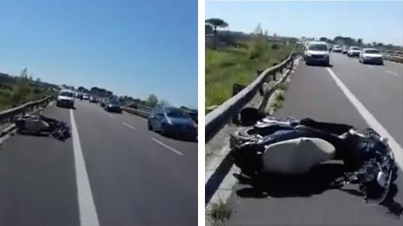 Un motociclista è ferito sulla superstrada ma i soccorsi non arrivano: l'ira di un'automobilista