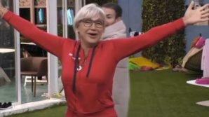 """Urla fuori dalla casa del Grande Fratello 15: """"Aida Nizar, torna in Spagna"""" e Lucia Bramieri esulta"""