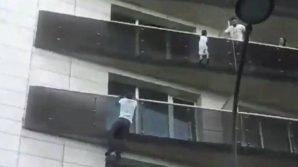 Parigi: scala un palazzo a mani nude per salvare un bambino